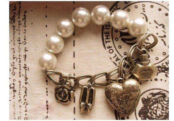 Stretchable Heart Shaped Bracelet